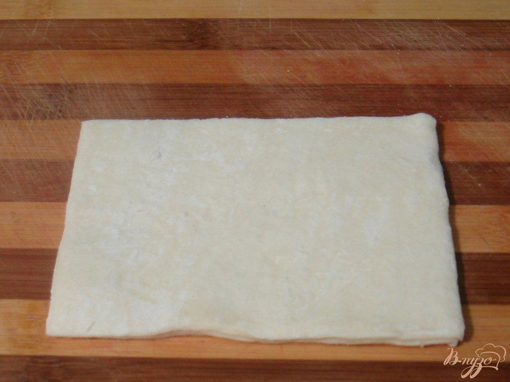 Фото приготовление рецепта: Слоёные пирожки с мясом шаг №5