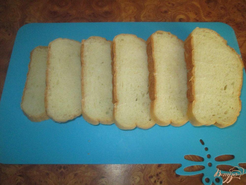 Фото приготовление рецепта: Горячие бутерброды с ливерной колбасой и помидорами шаг №1