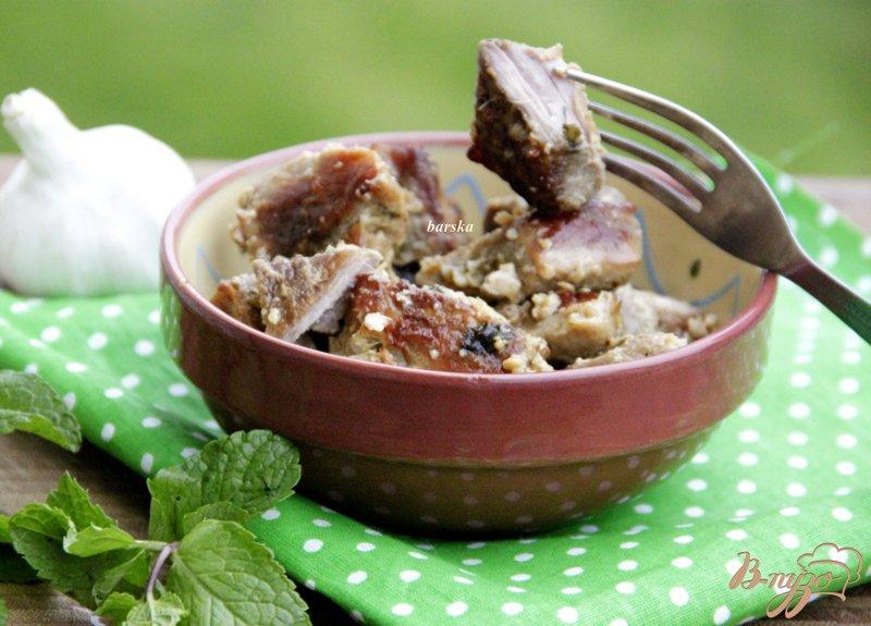 Фото приготовление рецепта: Свинина в мятно-чесночном соусе шаг №5
