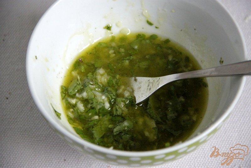 Фото приготовление рецепта: Свинина в мятно-чесночном соусе шаг №2