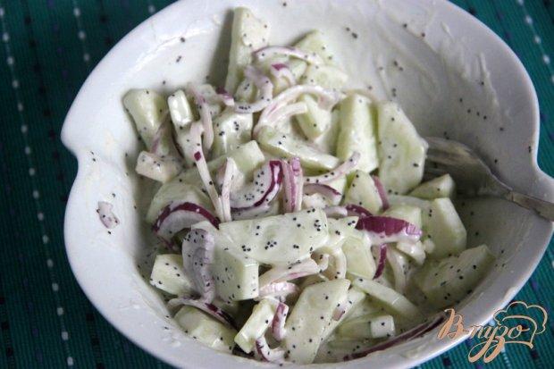 Салат из огурцов с необычной заправкой
