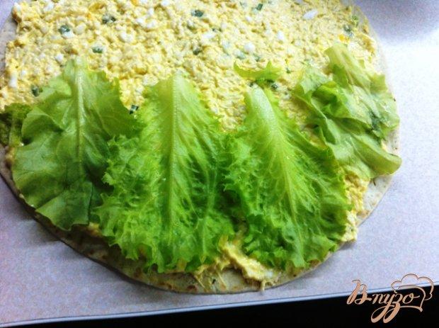 Тортилья с сырным салатом и ветчиной