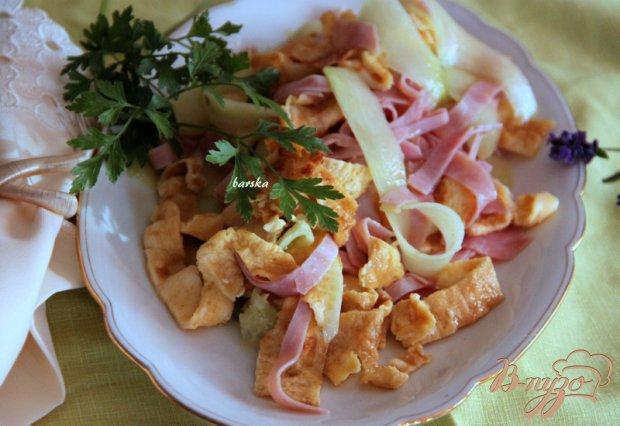 Огуречный салат с ветчиной  и омлетом
