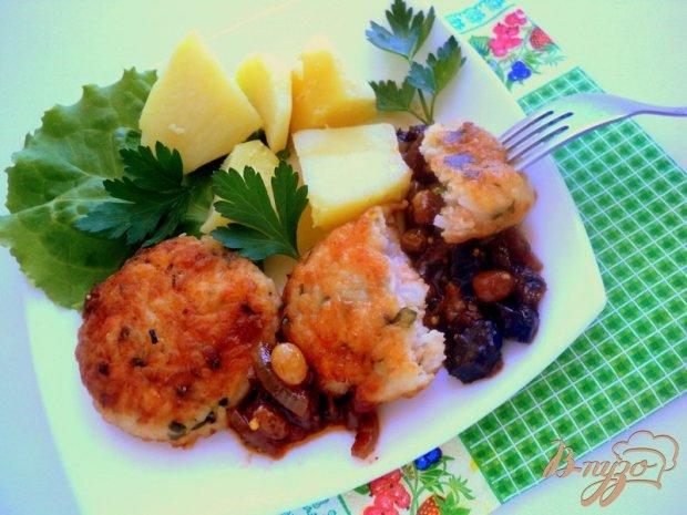 Котлеты рыбные с рисом и пикантным соусом