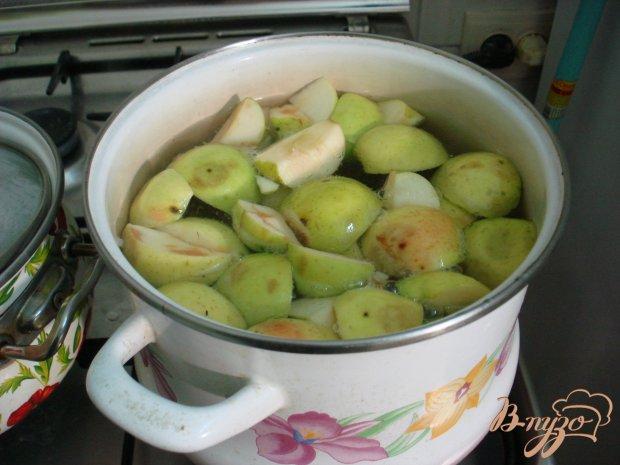 Компот из яблок и вишни