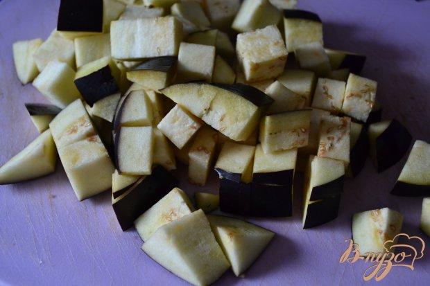 Теплый салат из помидор с баклажанами