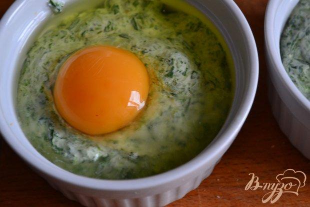 Яйца со шпинатом под сырной корочкой