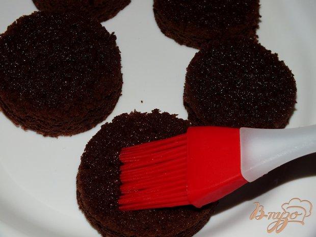Шоколадные пироженые со сливочно-ванильным кремом
