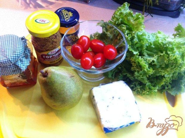 Салат из сыра с плесенью и груши