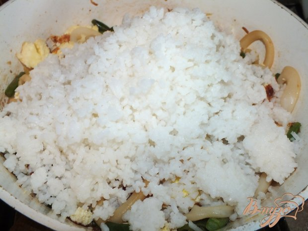 Рис с омлетом и кальмарами