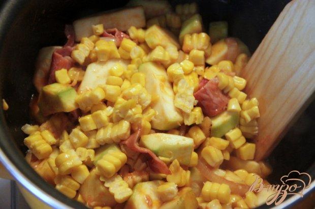 Цуккини, тушенные с беконом и кукурузой