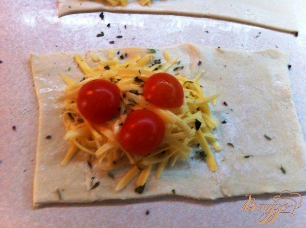 Слойки с сыром и помидорами черри