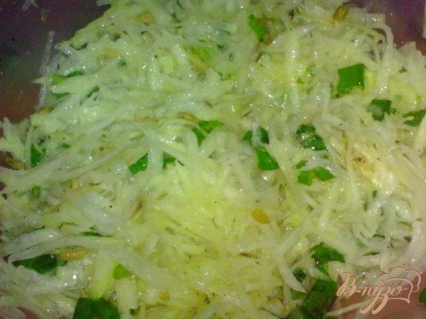 Салат из кольраби с семечками