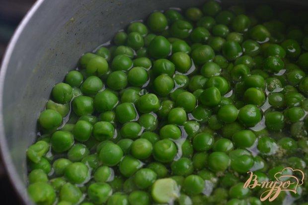 Помидорный салат с ветчиной и зеленым горошком