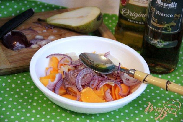 Тыквенно-грушевый салат с орехами