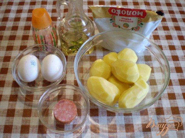 Картофель с колбасой и яйцами в мультиварке