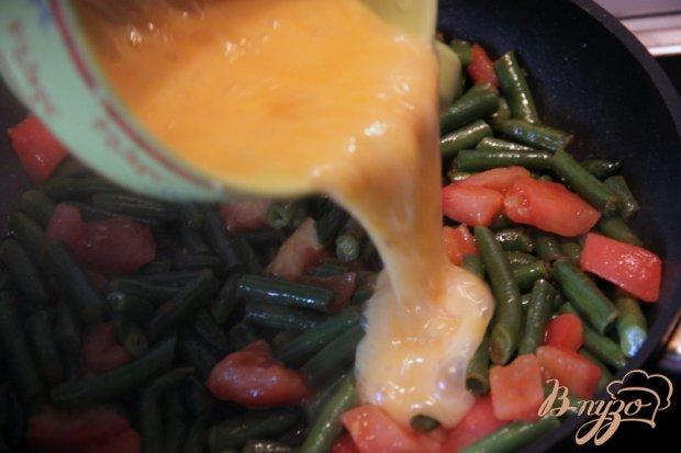 Омлет с зелёной фасолью и томатами