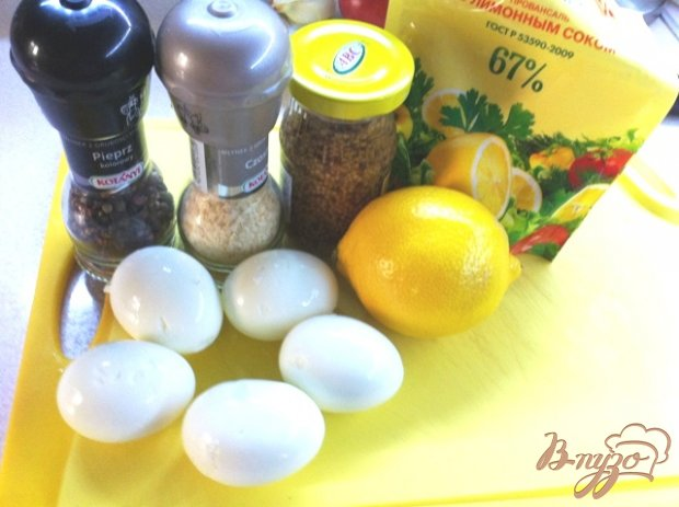 Яичный салат с лимонным соком и тимьяном