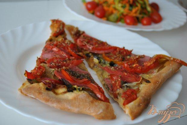 Овощная пицца с колбаской