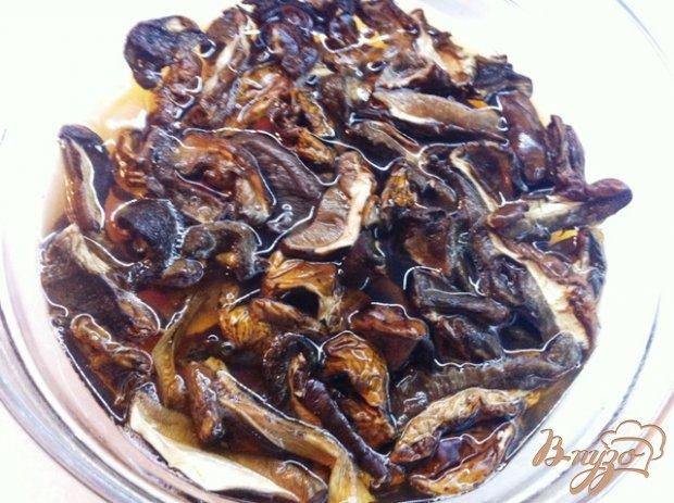Жаркое из свинины  с грибами в горшочках