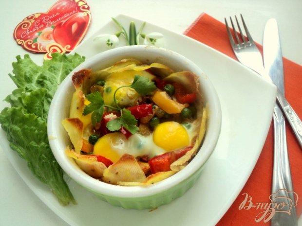 Картофельная корзинка с овощами и ветчиной