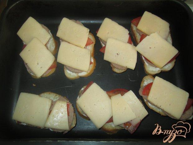 Горячие бутерброды с ливерной колбасой и помидорами
