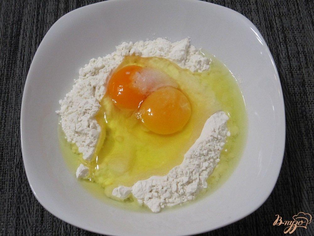 Фото приготовление рецепта: Суп с галушками и куриными крылышками шаг №6