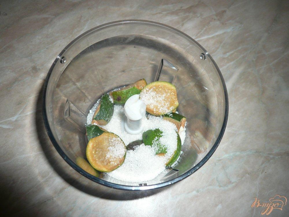Фото приготовление рецепта: Йогуртовый завтрак с фейхоа и овсяными хлопьями шаг №2