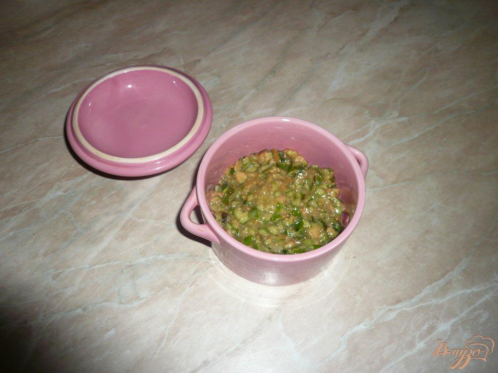 Фото приготовление рецепта: Йогуртовый завтрак с фейхоа и овсяными хлопьями шаг №4