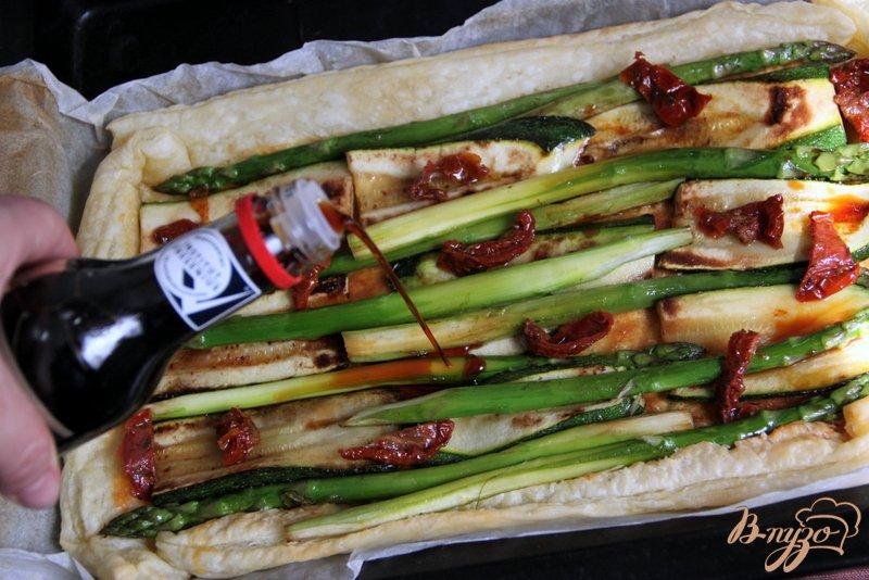 Фото приготовление рецепта: Флан с зеленой спаржой и цуккини шаг №7