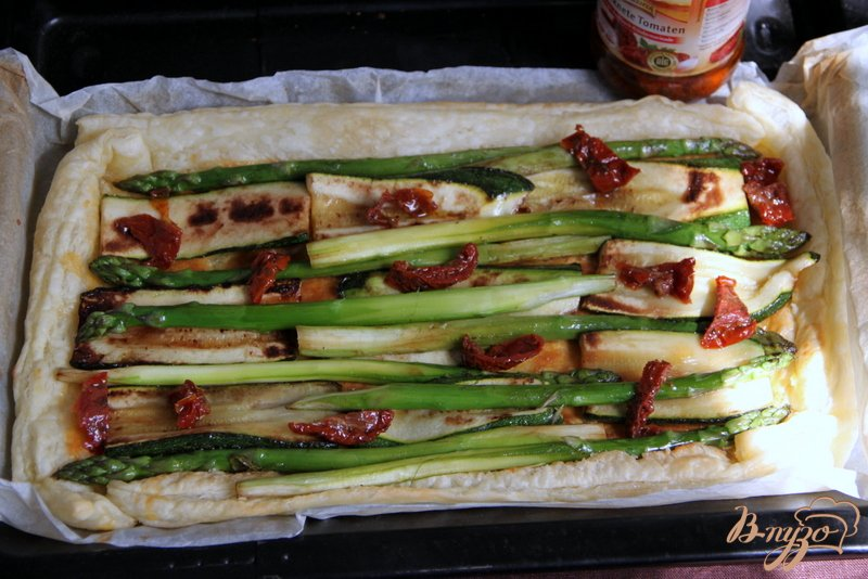 Фото приготовление рецепта: Флан с зеленой спаржой и цуккини шаг №6