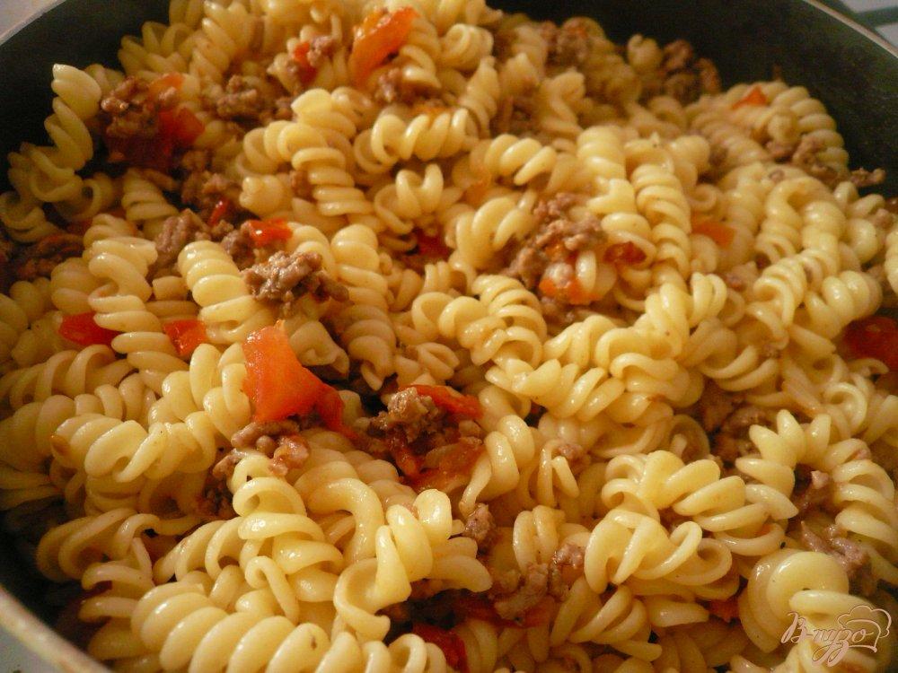 Фото приготовление рецепта: Макароны с мясным соусом шаг №7