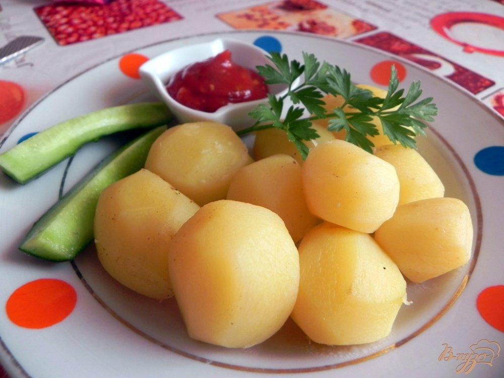Фото приготовление рецепта: Отварной картофель со специями шаг №5