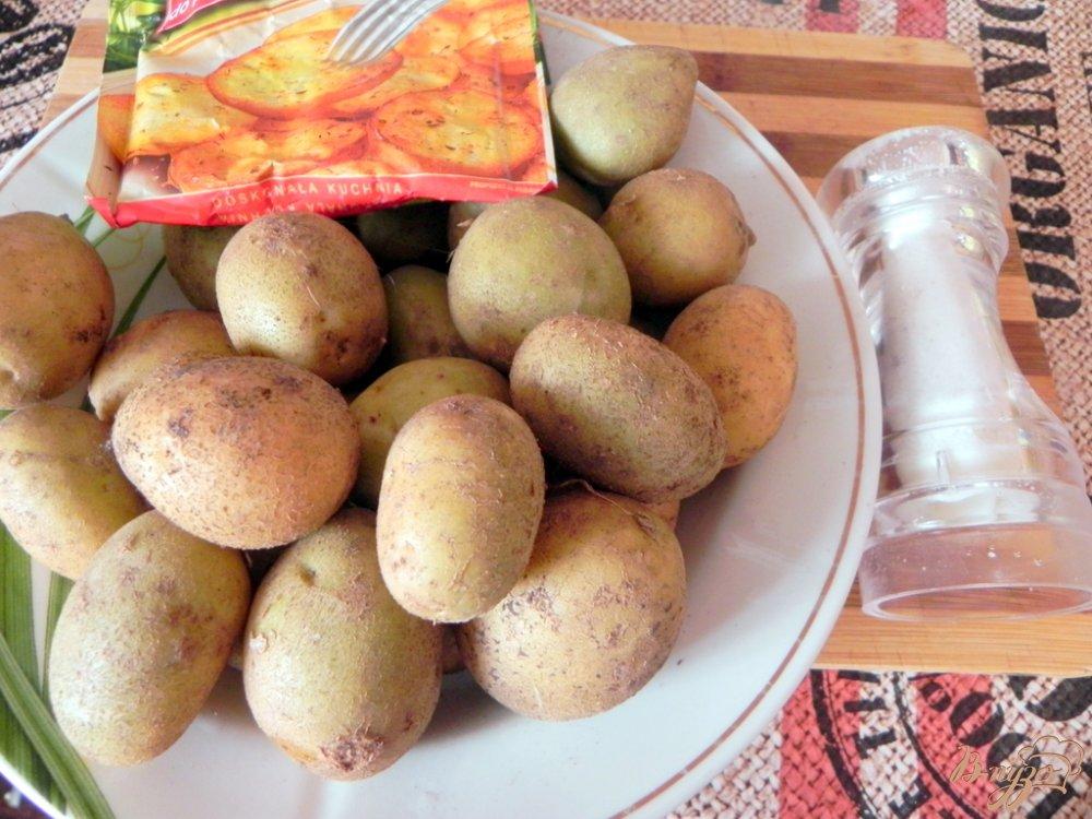 Фото приготовление рецепта: Отварной картофель со специями шаг №1
