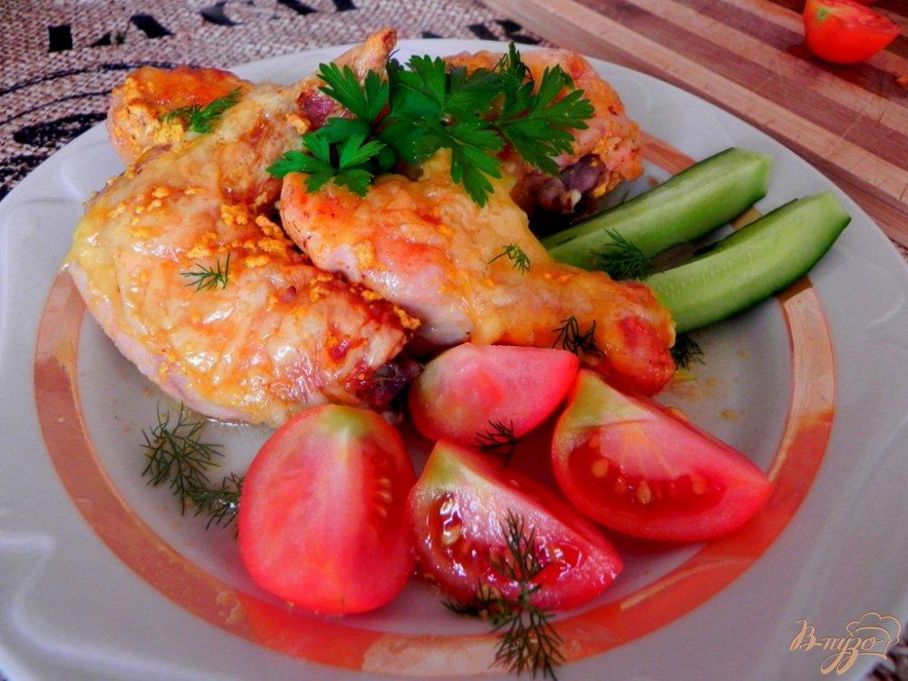 Фото приготовление рецепта: Курица в духовке с сыром шаг №7