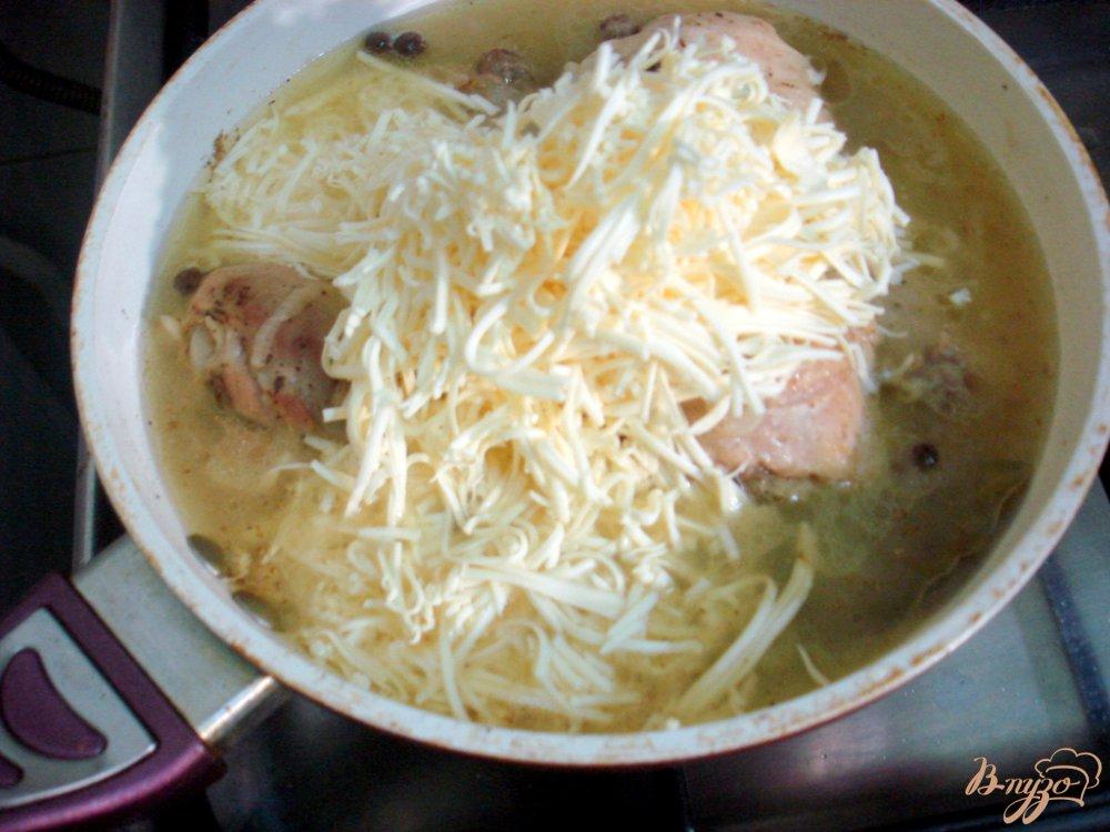 Фото приготовление рецепта: Куриные голени в сырном соусе шаг №5