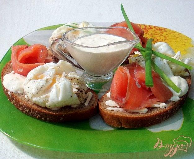 Рецепт Бутерброды с яйцами пашот и лососем