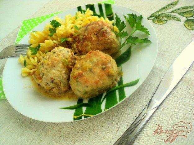 фото рецепта: Куриные тефтели под грибным соусом