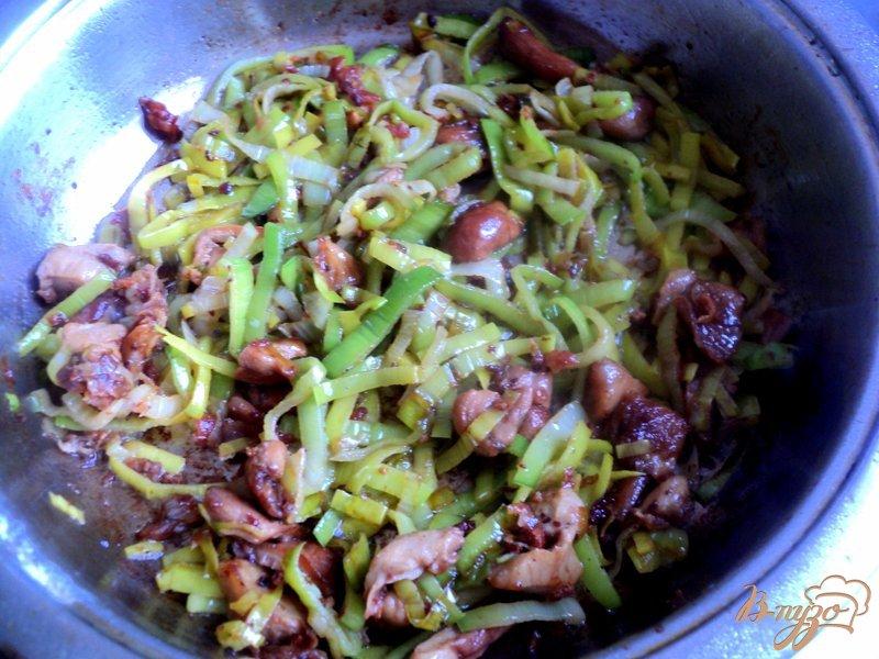 Фото приготовление рецепта: Куриные тефтели под грибным соусом шаг №4