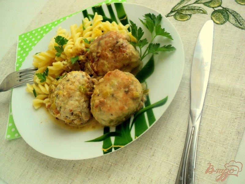 Фото приготовление рецепта: Куриные тефтели под грибным соусом шаг №6