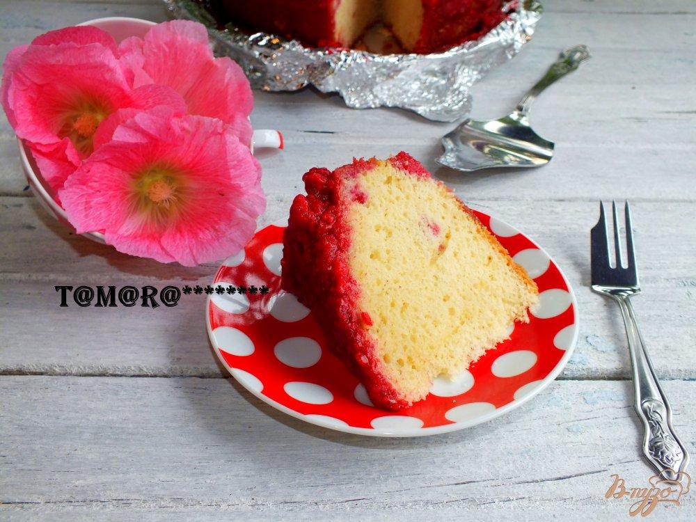 Фото приготовление рецепта: Малиновый пирог шаг №6