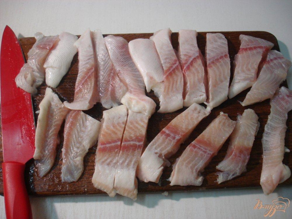 Фото приготовление рецепта: Палочки из пангасиуса шаг №2