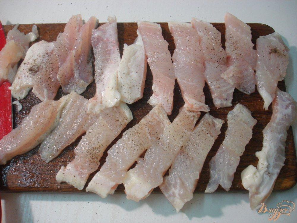 Фото приготовление рецепта: Палочки из пангасиуса шаг №3