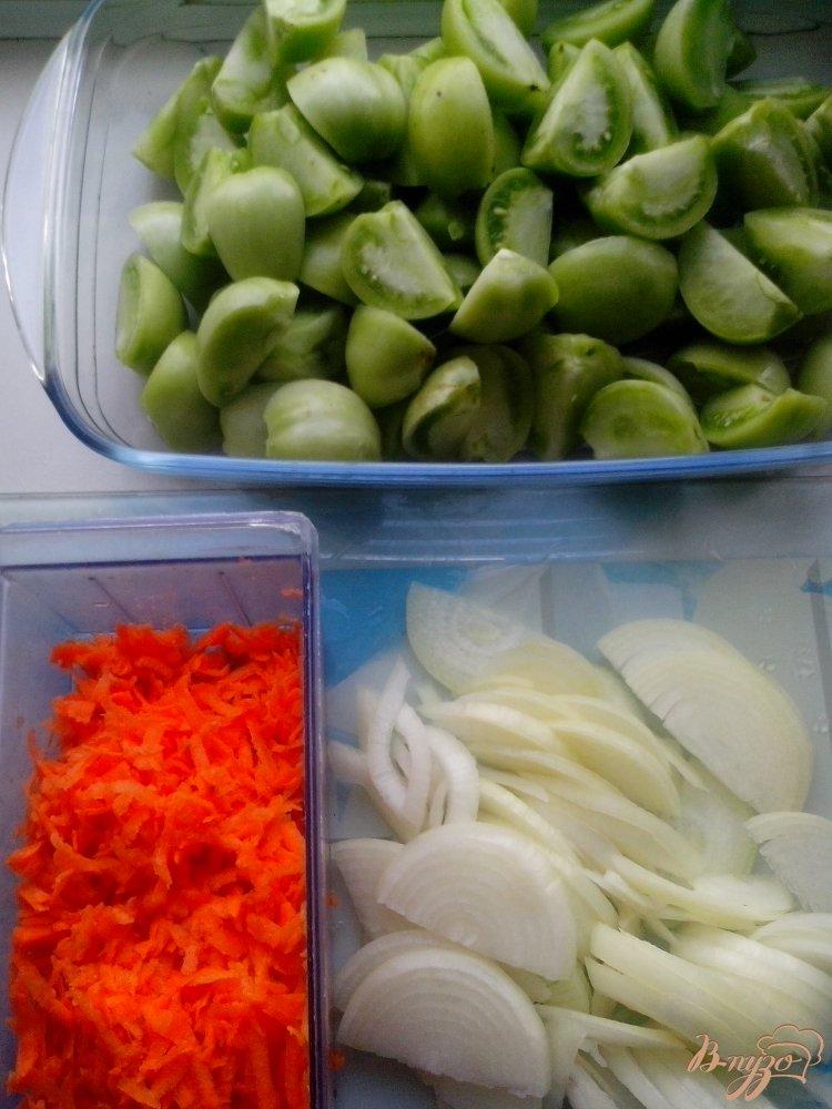 Фото приготовление рецепта: Салат из зелёных помидоров шаг №2