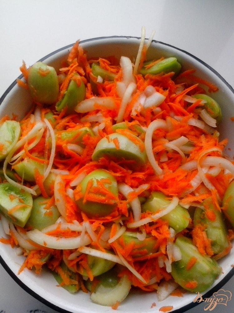 Фото приготовление рецепта: Салат из зелёных помидоров шаг №3