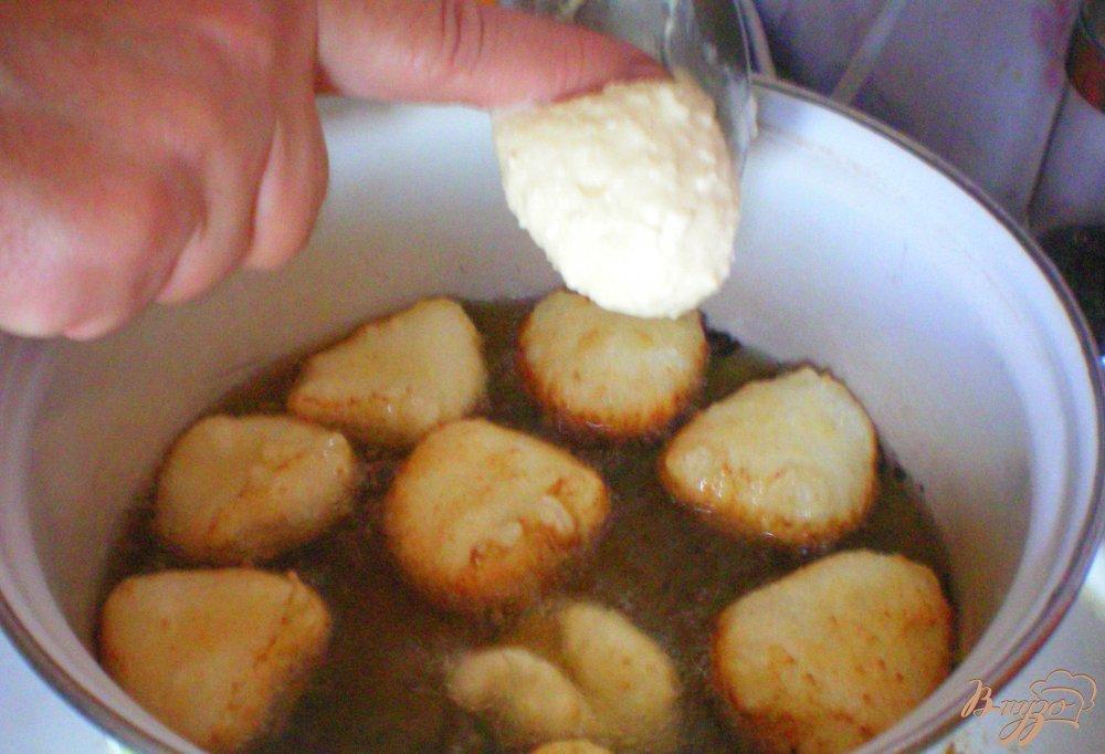 Фото приготовление рецепта: Пышки из творога шаг №4
