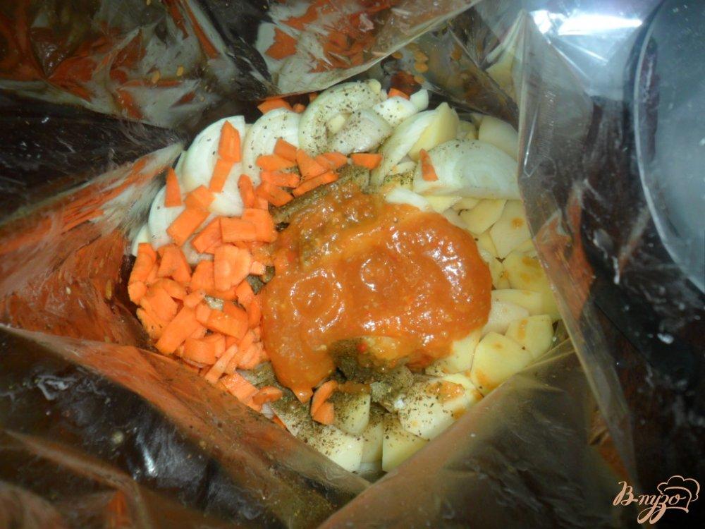Фото приготовление рецепта: Жаренный картофель в рукаые для запекания шаг №4