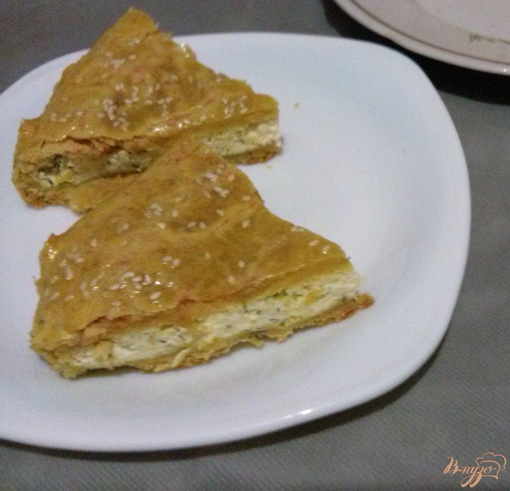 Фото приготовление рецепта: Пирог с плавленным сырком шаг №4