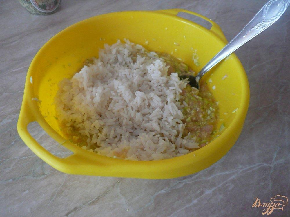 Фото приготовление рецепта: Куриная запеканка с рисом и кабачками шаг №7
