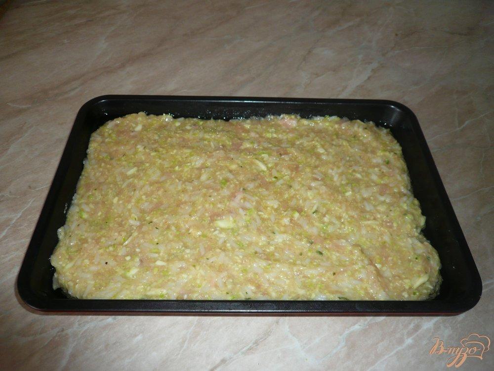 Фото приготовление рецепта: Куриная запеканка с рисом и кабачками шаг №9
